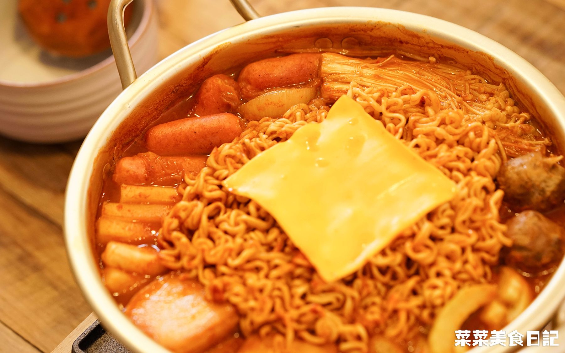 【部队火锅】泡面最丰盛的吃法!随便煮都好吃