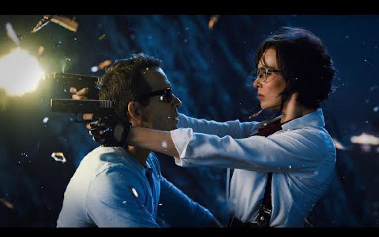 2021科幻电影!呆瓜NPC与火辣美女深情热吻产生自我意识!脑洞大开的游戏世界里究竟隐藏了多少个彩蛋?