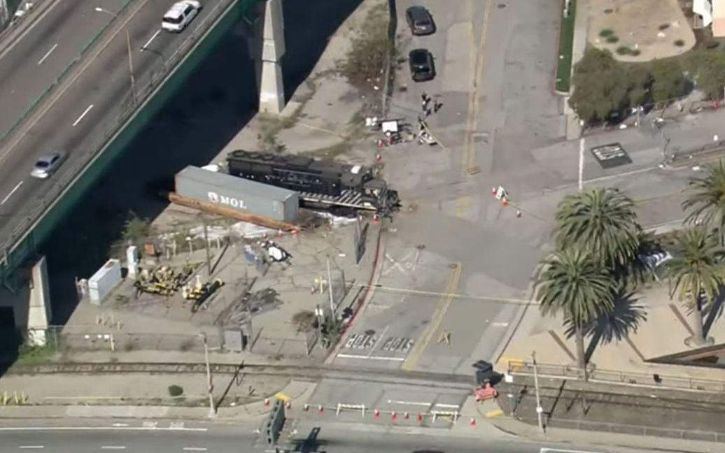 怀疑美国政府接管洛杉矶,美国男子开火车撞向海军抗疫船