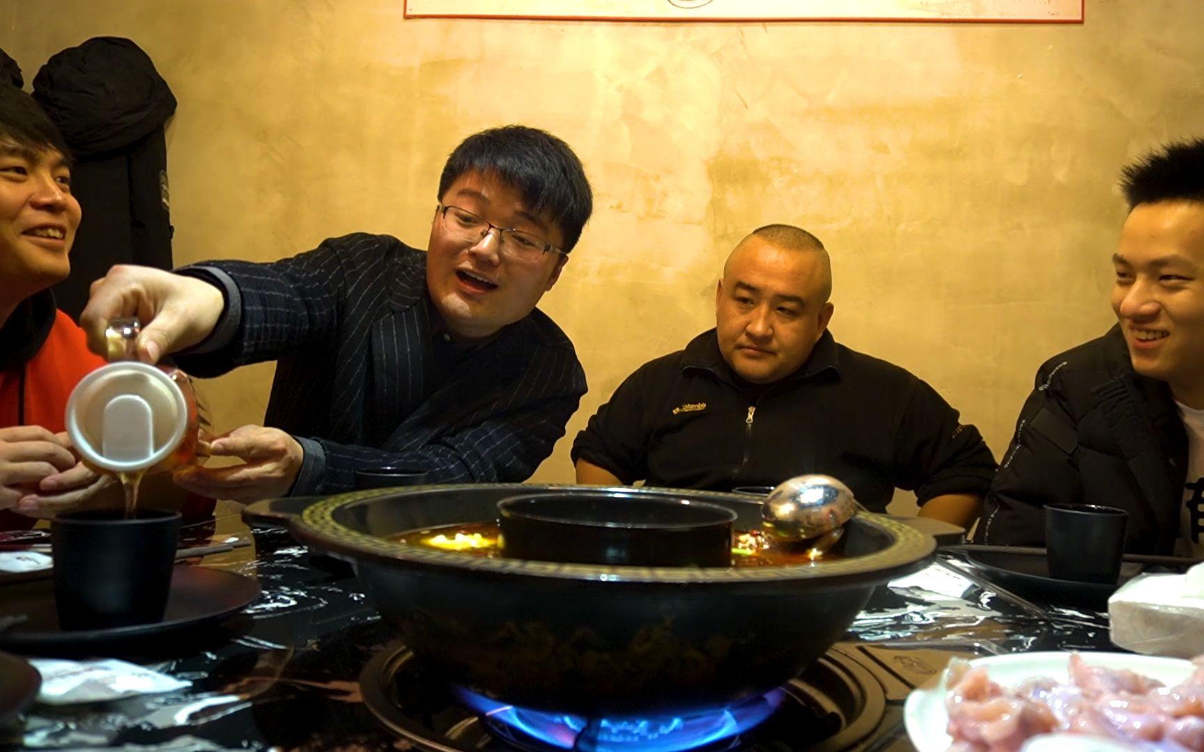 小翔哥,敬汉卿,老白,蛋黄派,我们一起吃蒜吧,火锅烧烤配大蒜,真过瘾
