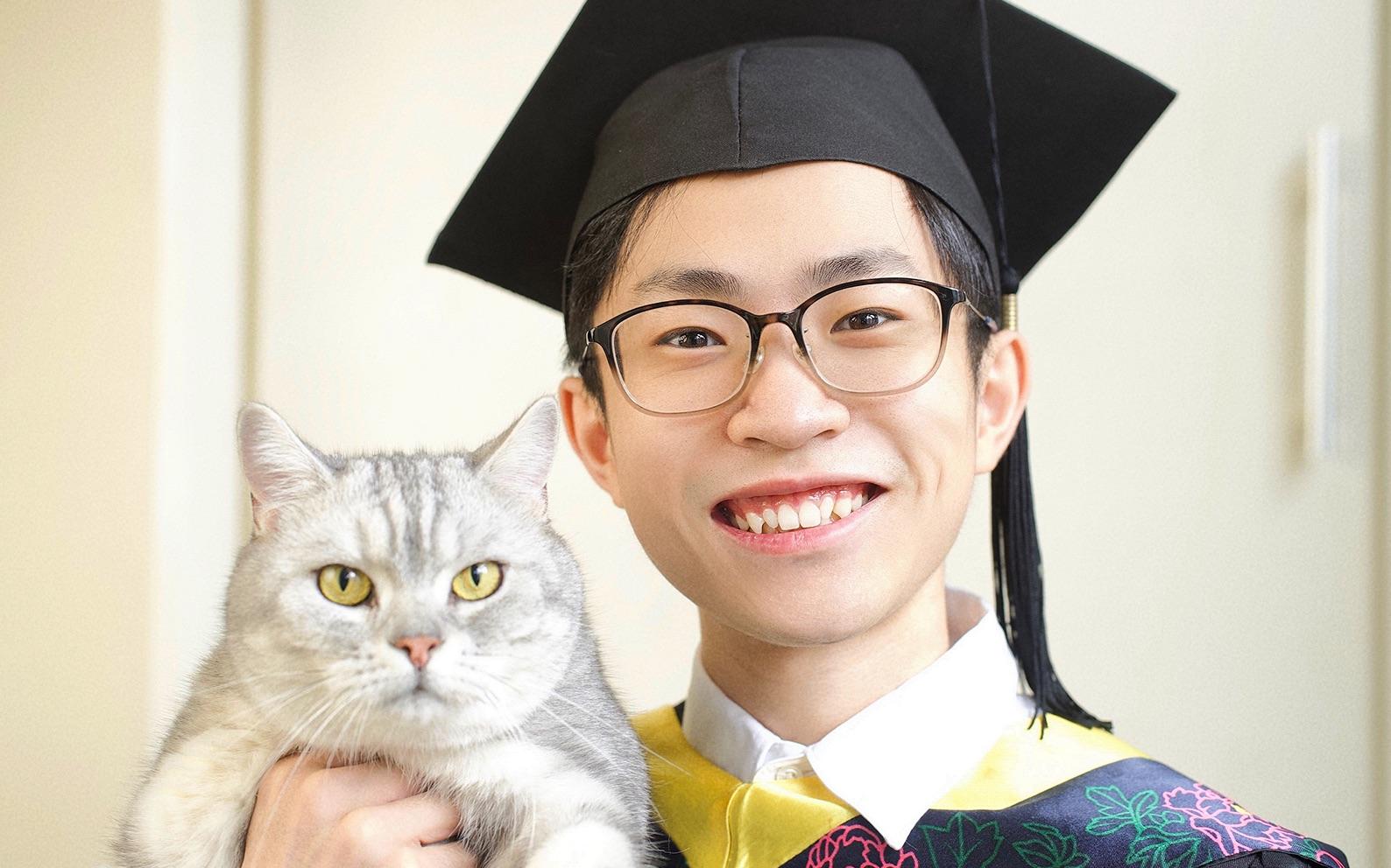 【何同学】我毕业了!!.mp4