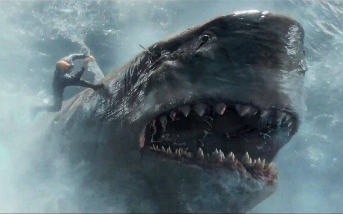 一头长30米的巨齿鲨,被意外放出,疯狂攻击人类,开始为所欲为