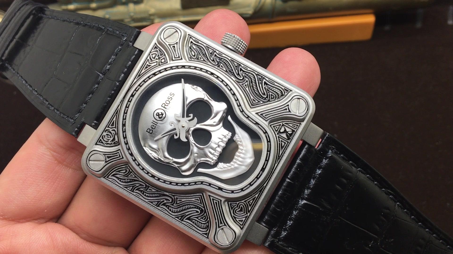 以纹身图案的形式重新诠释 经典的骷髅主题 46mm直径 316l精钢 自动上