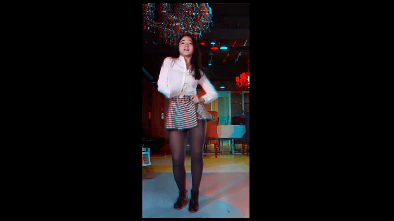 红蓝眼镜-美女邻居秀-6p(5)视频美女下载图片