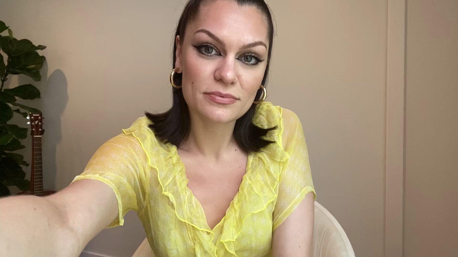 中国的朋友大家好,我是Jessie J