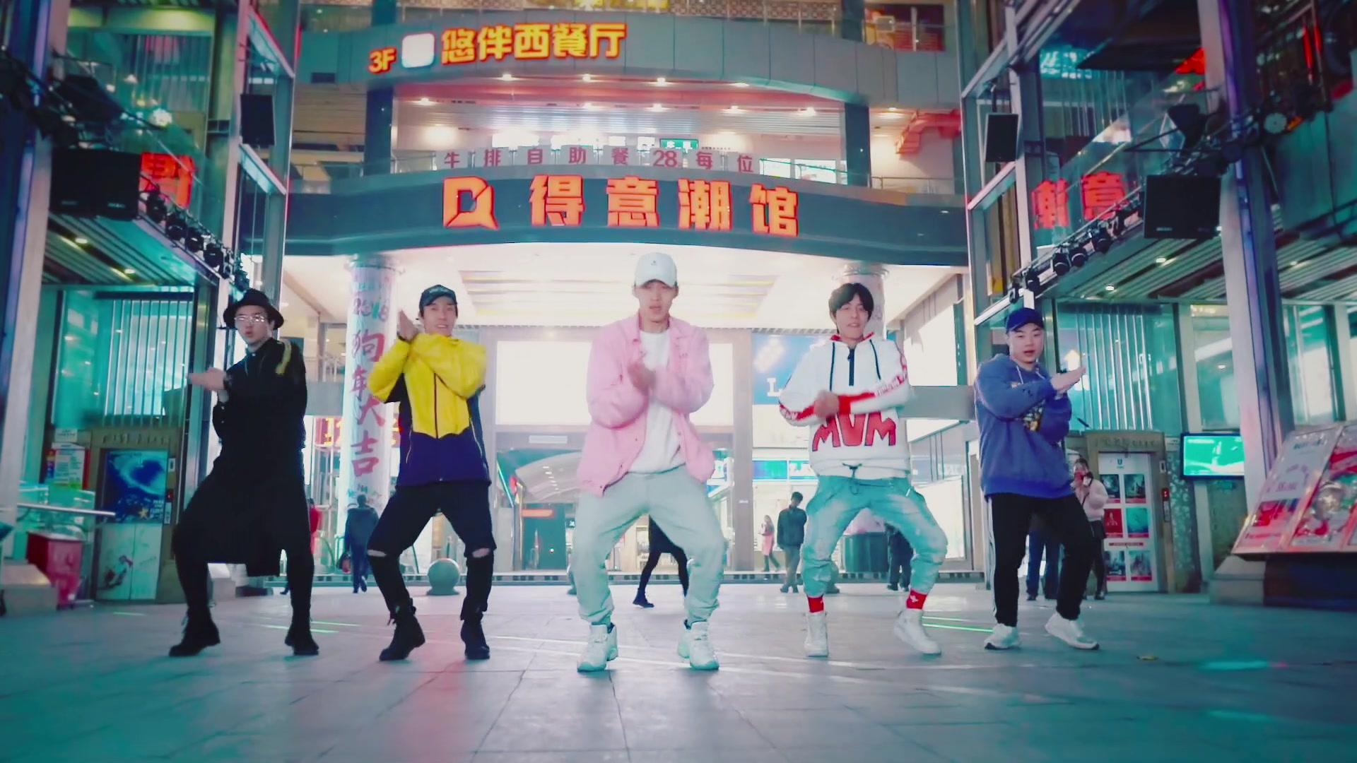 舞蹈版《我在东北玩泥巴》,新一代广场舞已诞生