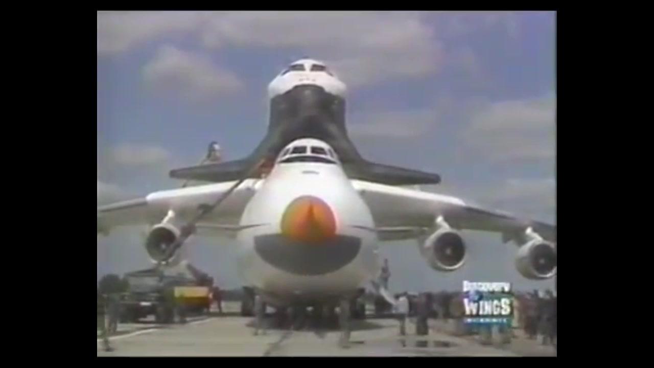 背着红色帝国科技的荣耀暴风雪号航天飞机