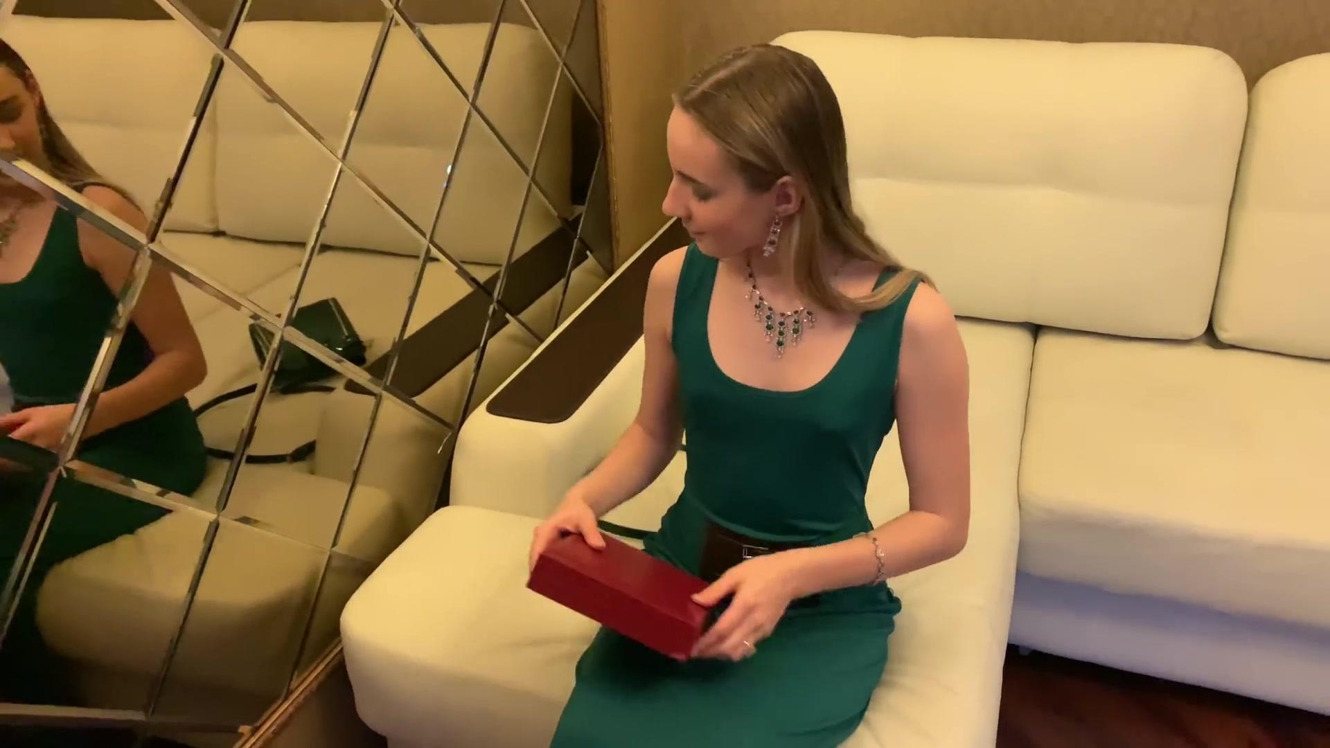 俄罗斯体操小美女模特Josephine的长裙高跟鞋写真