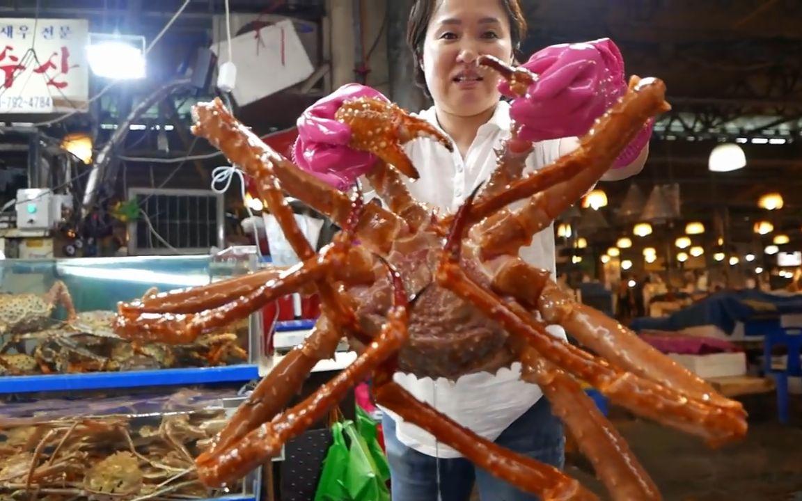 【韩国美食】超大帝王蟹,韩国大婶都不怕被螃蟹夹吗?