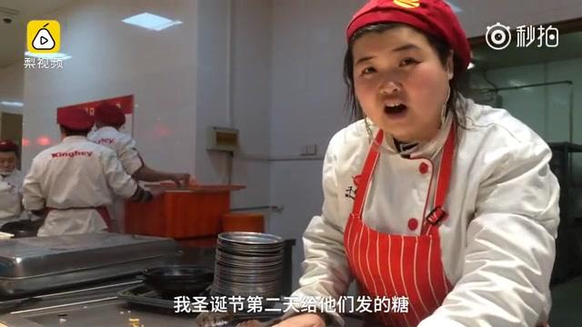 【天津大学食堂】90后东北小姐姐被学生叫食堂阿姨,怒