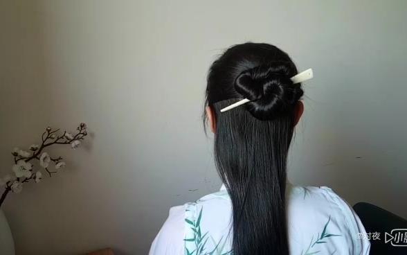 【汉服发型】两款一根簪子盘发教程,连根皮筋都不用,来看一下吧!图片