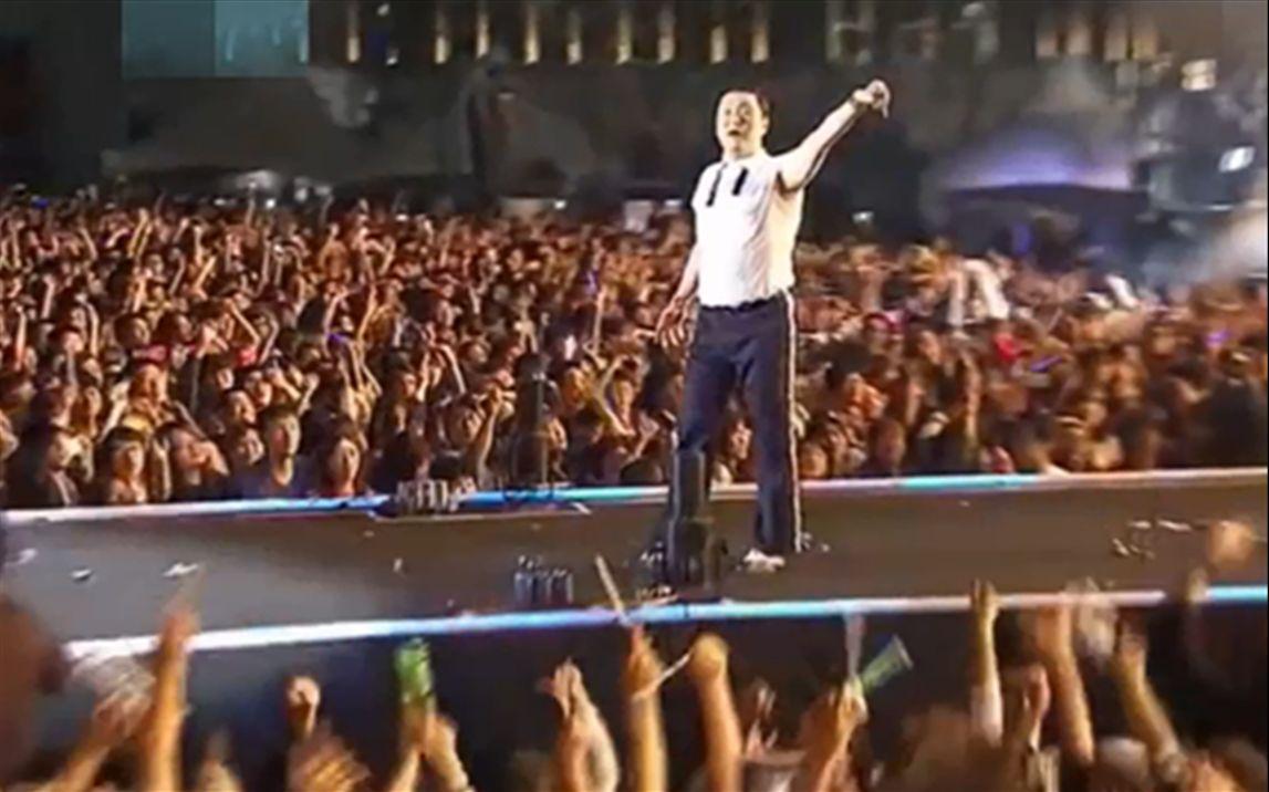 鸟叔的《冠军》比《江南Style》还要嗨,台下观众都跳起来了!