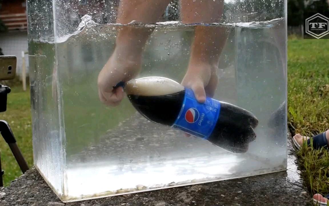 把肥宅飲料在水里打開會怎樣