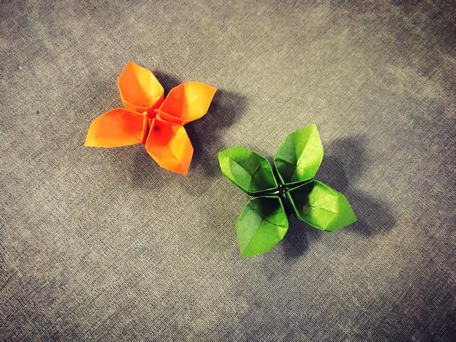 这是四叶草折纸吗?还是四瓣花的折纸,总知是一款花草类的折纸图片