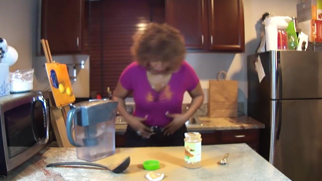 【作死挑战】作死黑人女挑战生吃肉桂粉