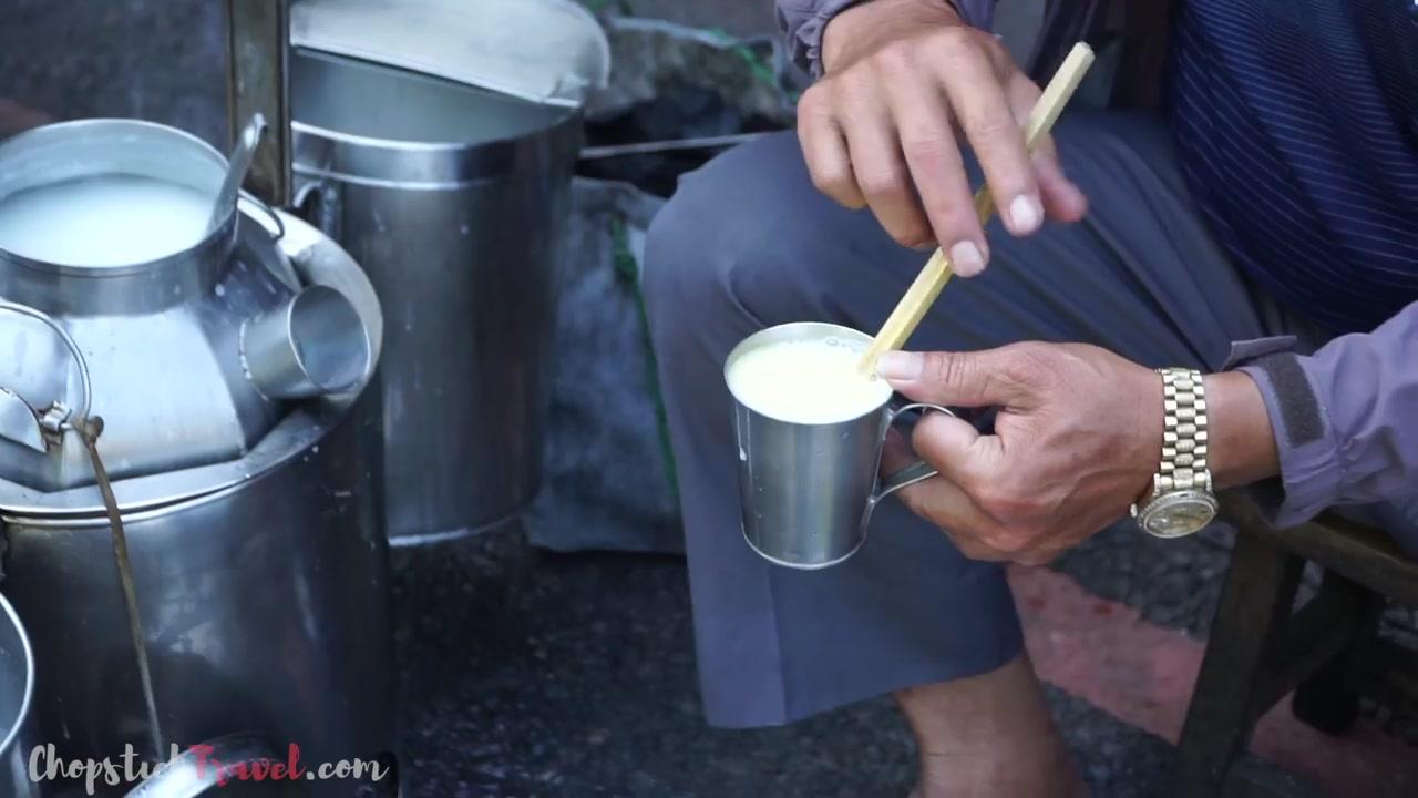 台湾街头美食之旅 嘉义第三站 杏仁蛋茶