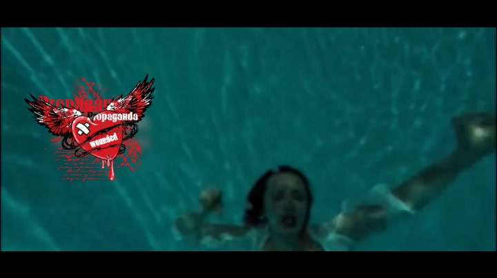 水下美女溺水