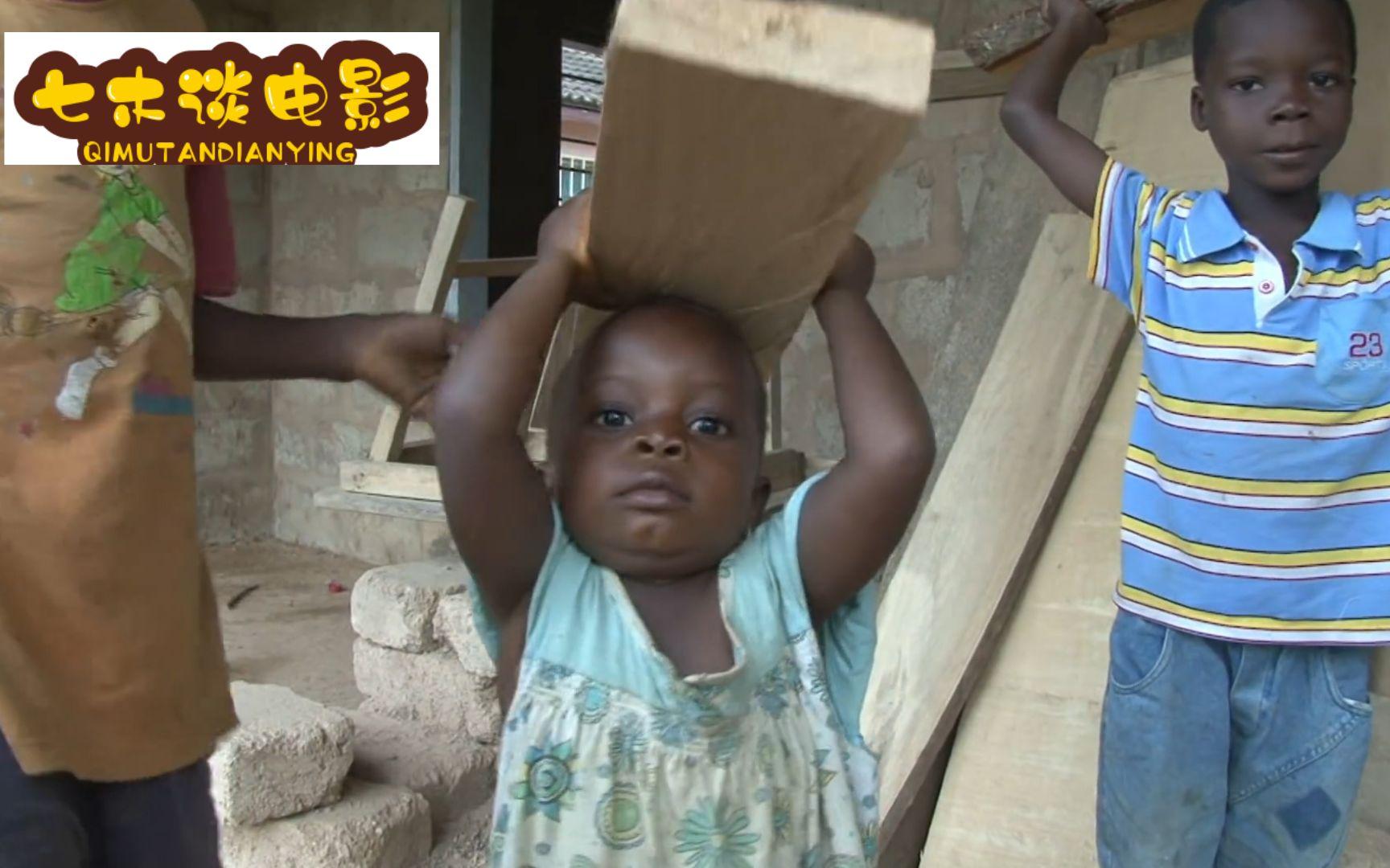 8岁男孩搬木材为弟弟赚零食,损坏一双破旧凉鞋舍不得扔,纪录片