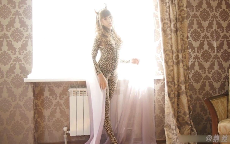 欧美小模特EvaR的豹纹连体衣高跟体操服白丝写真剪辑