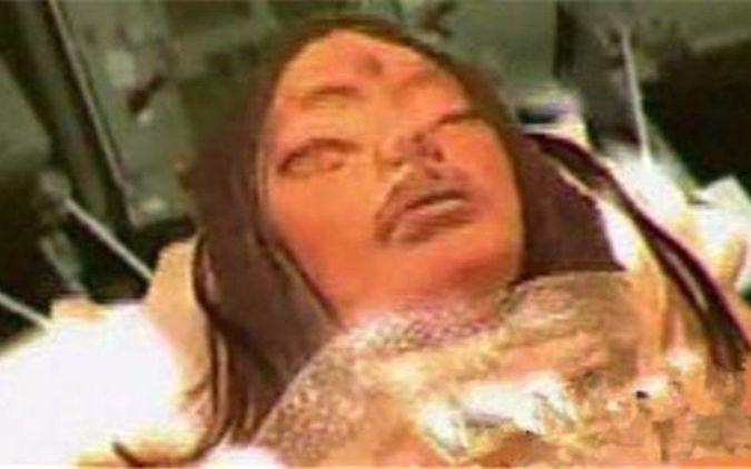 月球上惊现外星人遗体?揭秘月球恐怖三眼女尸之谜!
