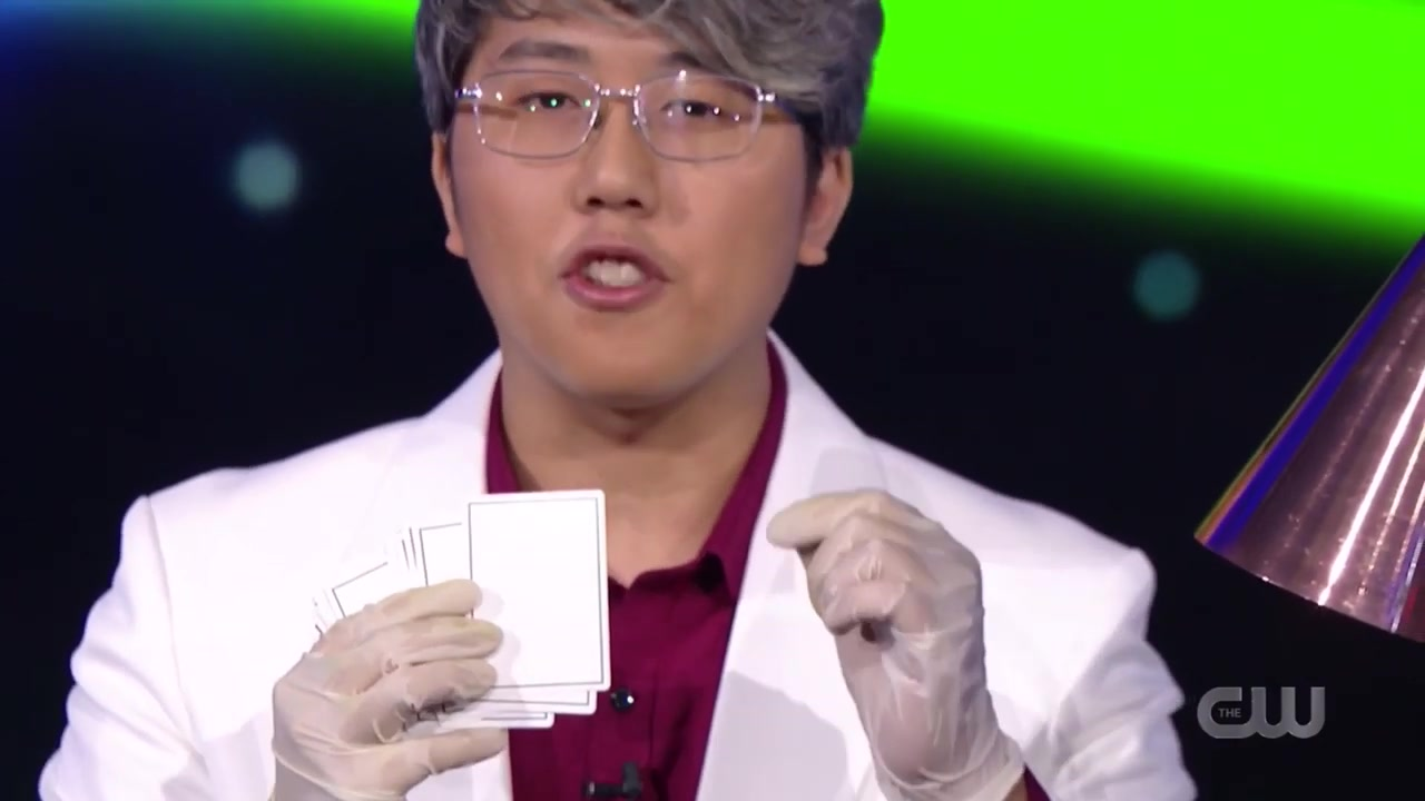 Magician AMAZES Penn & Teller With This SUPER VISUAL Card Trick!