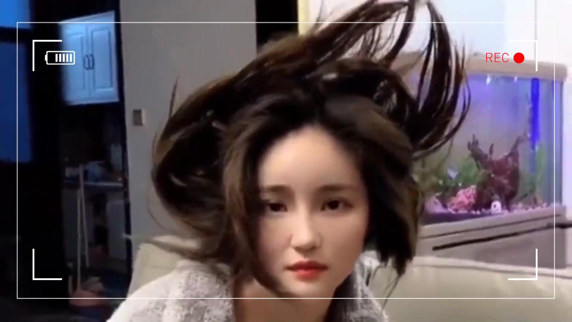 cf搞笑视频哎呦 老婆_趁老婆睡觉反击一下,将定型剂喷满头发,这成果惊艳到我了 ...