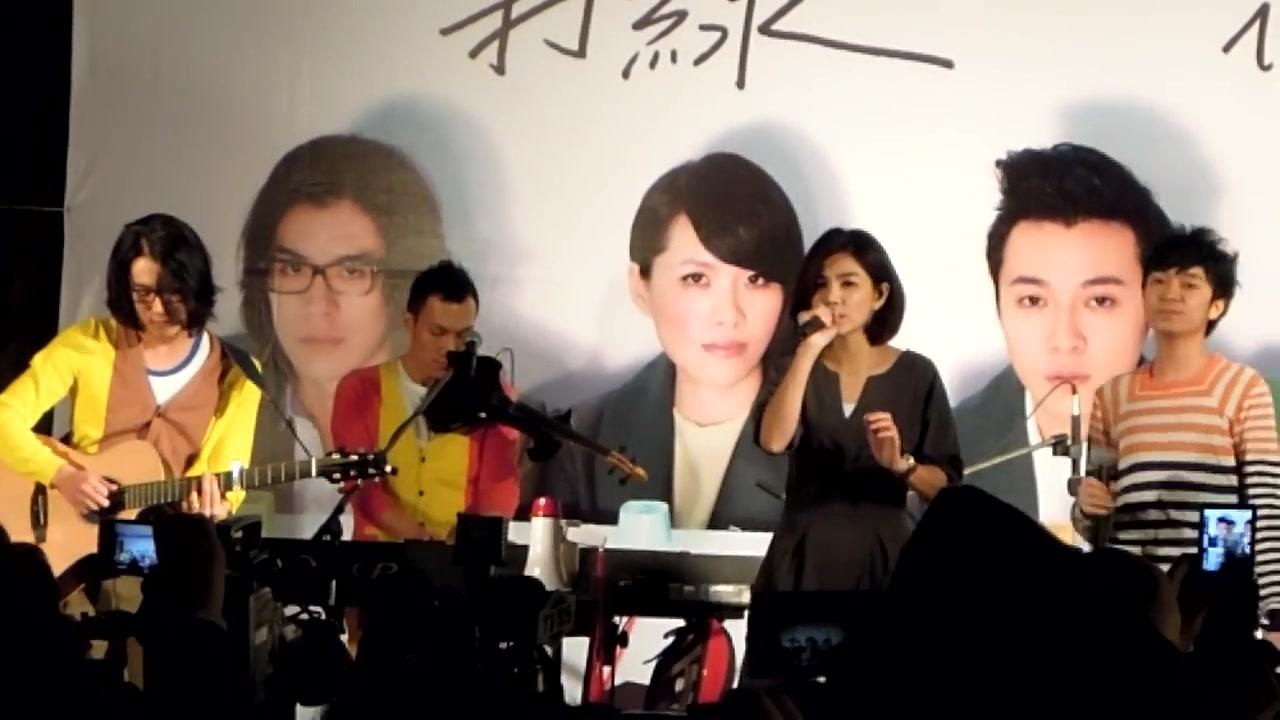 苏打绿的歌雨什么_苏打绿Ella 「你被写在我的歌里」 Live @台北签唱会 20111202_哔哩 ...