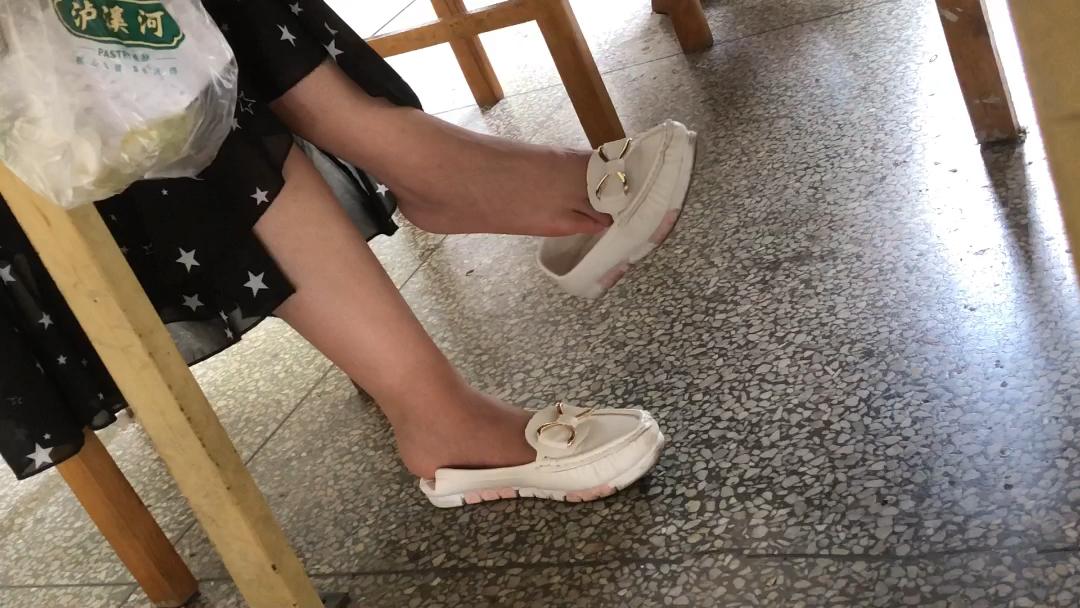 挑鞋晾脚_挑鞋_视频在线观看-爱奇艺搜索
