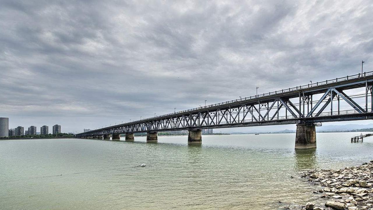 桥梁_中国第一座震撼世界的桥梁,80年不坍塌,竟因用了2000年前的技 ...