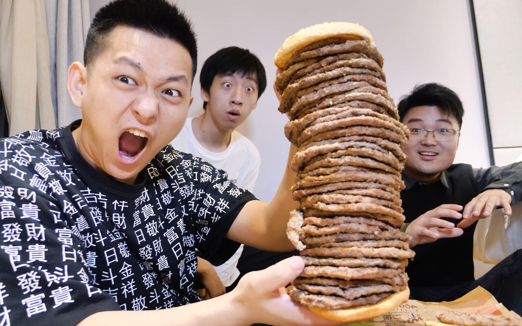 挑戰五十層肉餅的巨型漢堡!三個吃播能夠挑戰成功嗎?