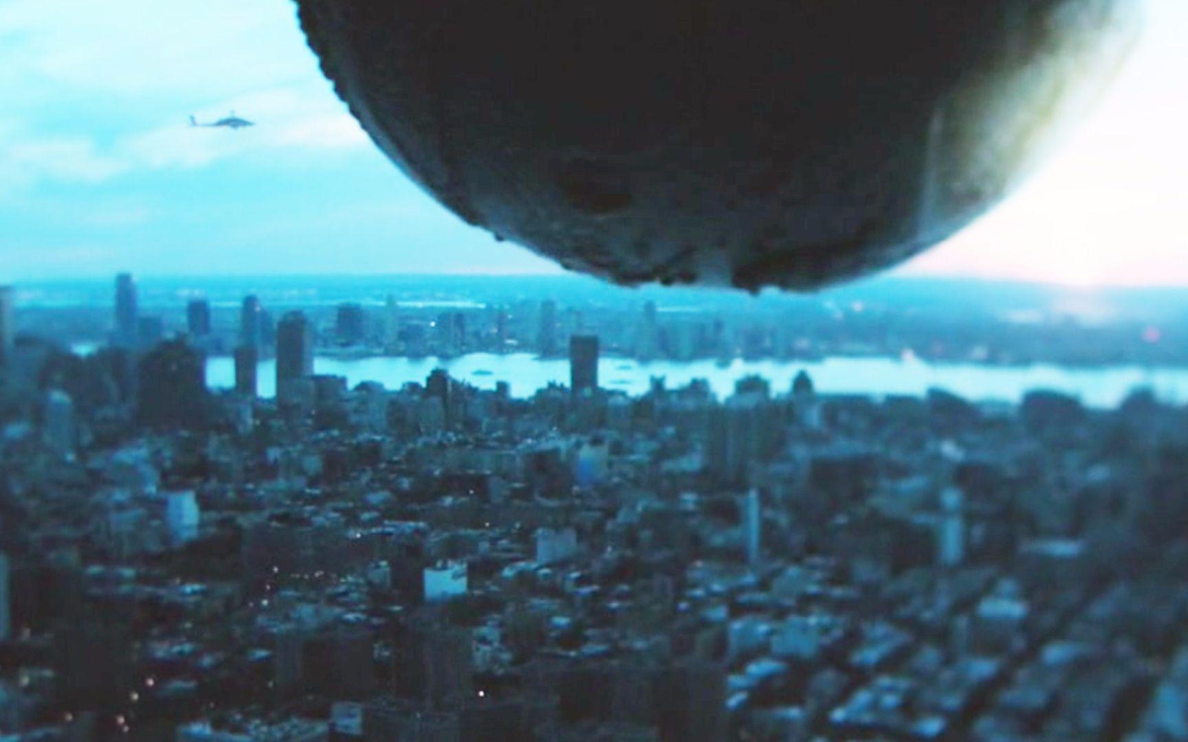 最新电影地球引力_5分钟看完电影《穿越》,太空惊现虫洞,外星人发来神秘信息 ...