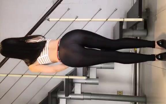 紧身裤跳舞_秀舞蹈工作室-路人丙黑薄透紧身裤慢摇花絮-YouTube_哔哩哔哩(゜