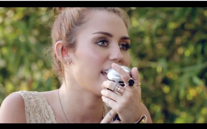 【Miley Cyrus】Jolene - The Backyard Sessions_哔哩哔哩 (゜-゜)つロ 干 ...