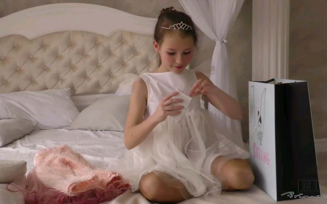 【Brima.d】童星Sophie 打开礼物