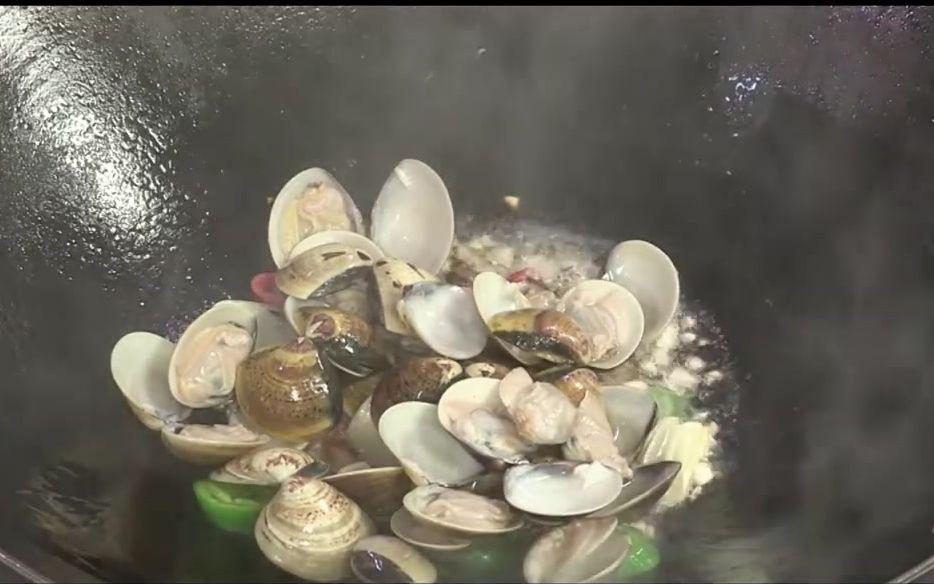 【泰式炒蛤蜊】美食教程在家也能做的泰式美味——泰式炒蛤蜊,甜辣風味的口感!掌廚鮮達人
